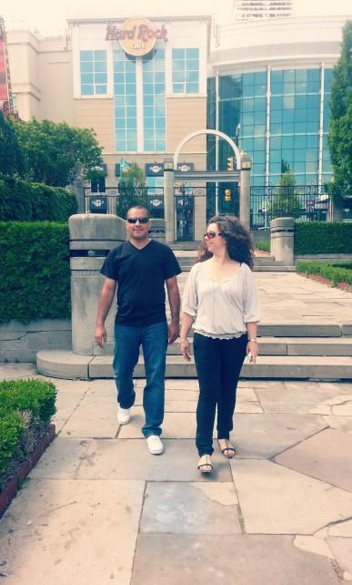 Les Sweethearts in Niagara
