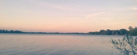 Sun setting, Laval