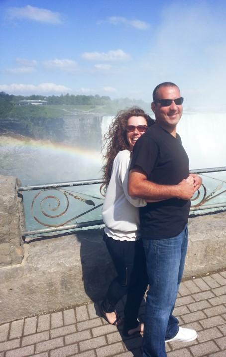 Sweethearts with rainbow, Niagara